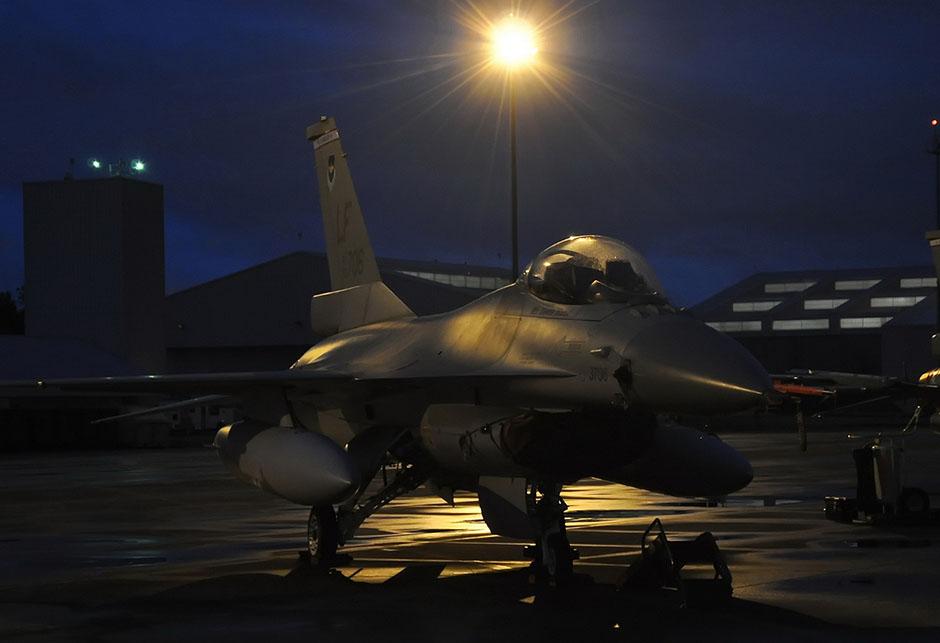 F-16 na pisti