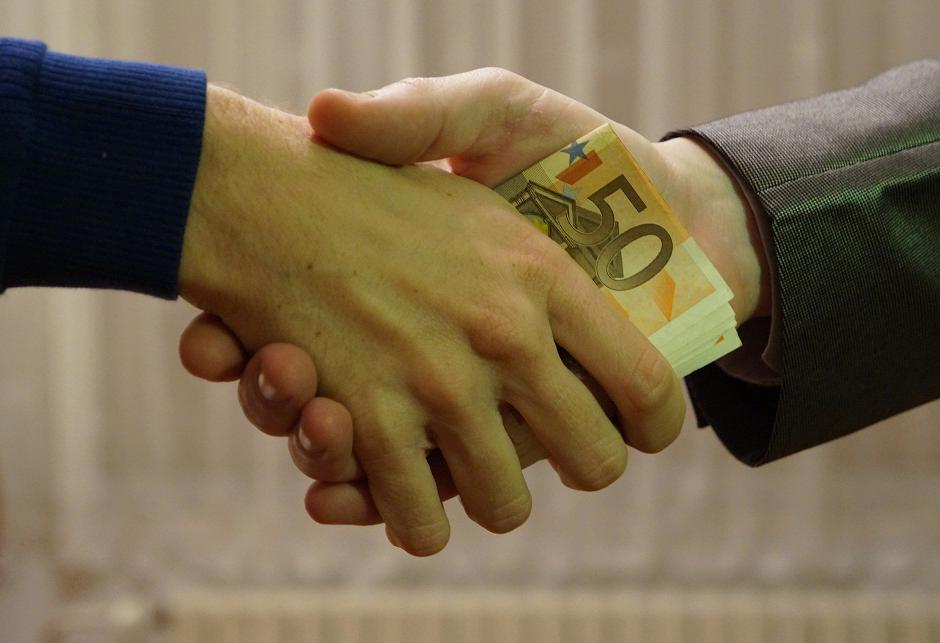 10_-_hands_shaking_with_euro_bank_notes_inside_handshake_-_royalty_free,_without_copyright,_public_domain_photo_image_01