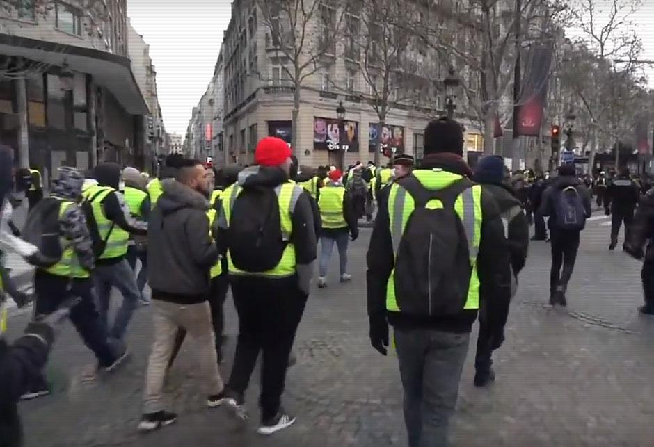 Prosvjedi u Parizu - Zuti prsluci
