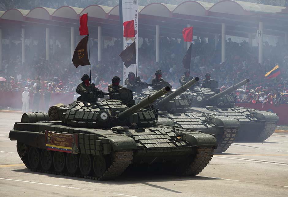 Tenk T-72 Venezuela parada