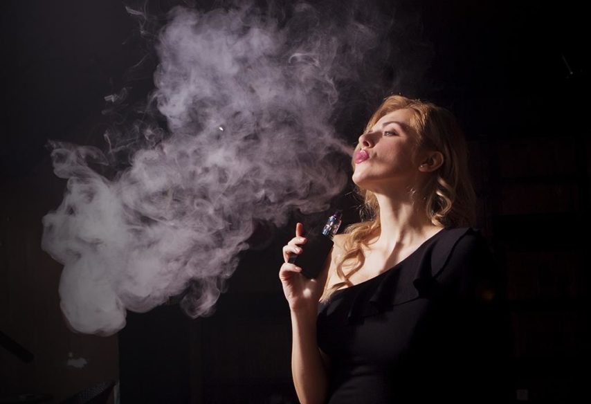 vaping - zena - e-cigarete