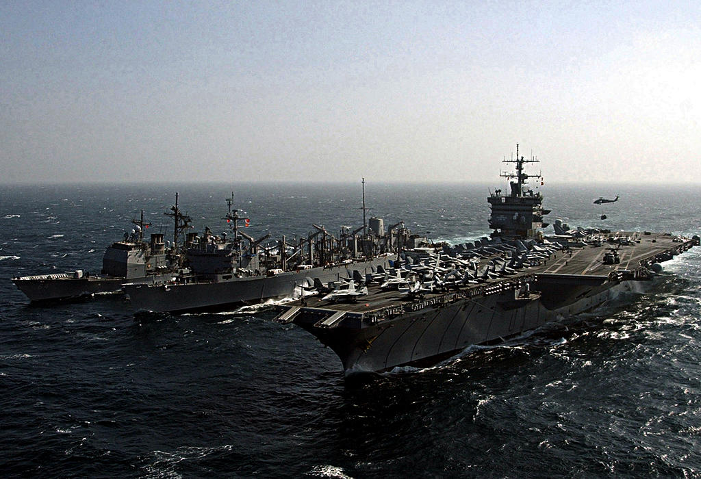 Vojni brodovi na moru