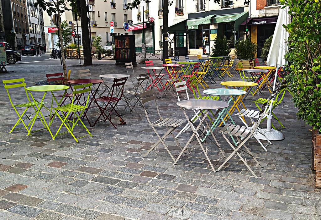 Prazni kafici u Francuskoj